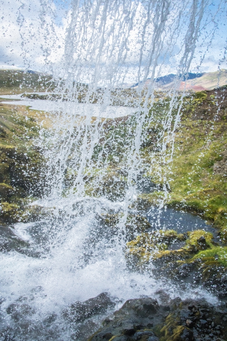 Hinter dem Wasserfall - Island